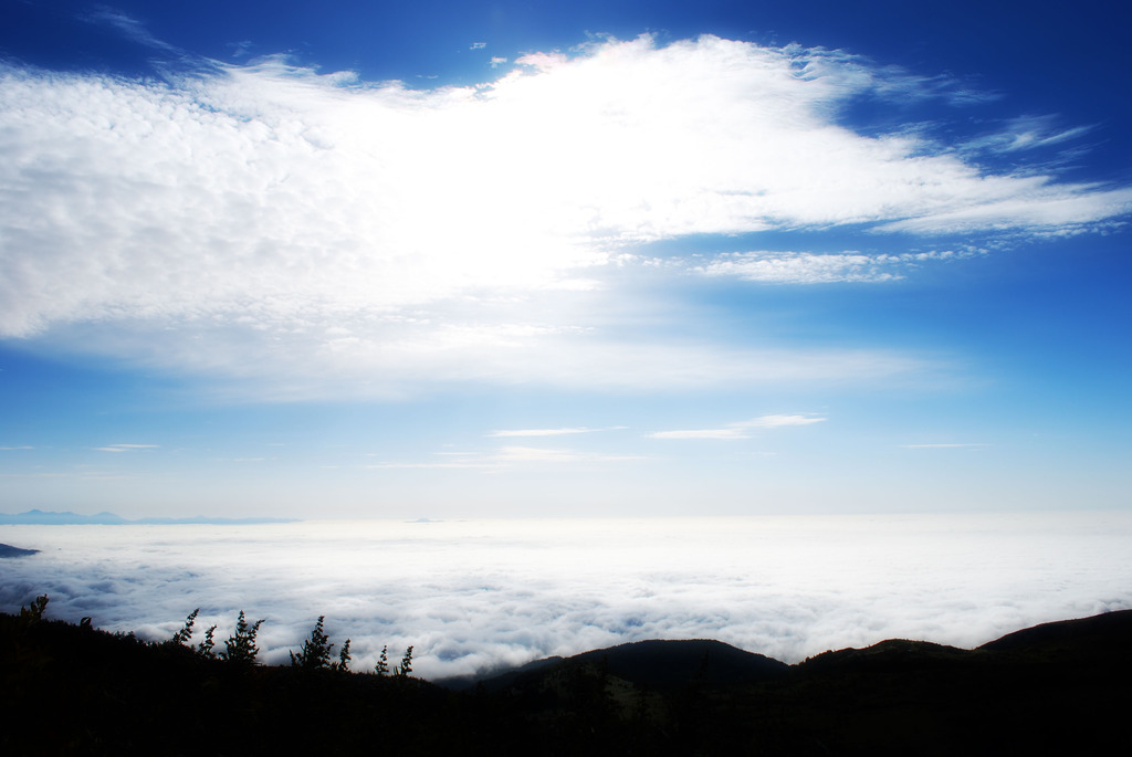雲と雲の間