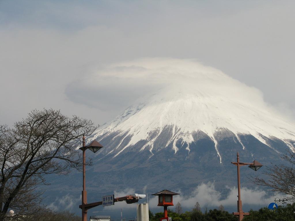 帽子をかぶった富士