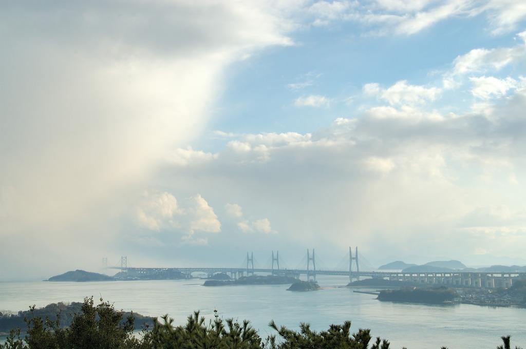 雲へ 瀬戸大橋