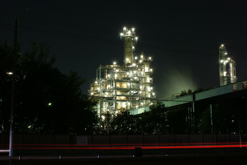 夜も働く工場