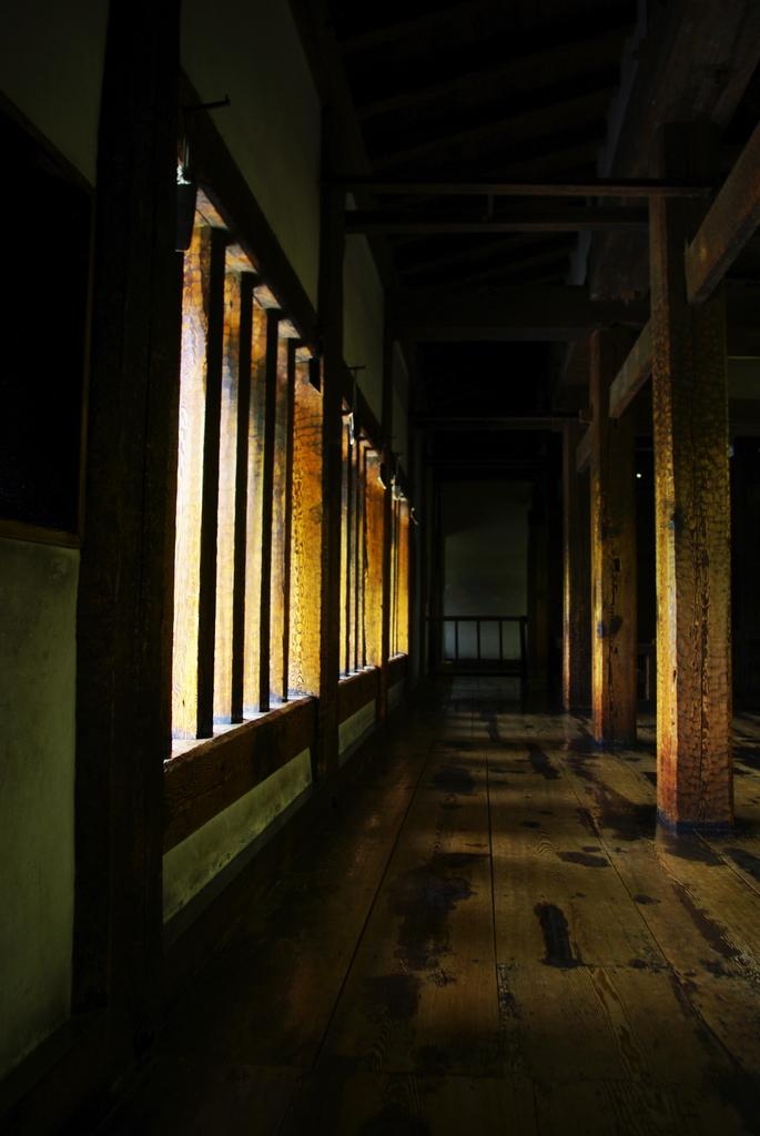 松本城 突上戸  内側廊下