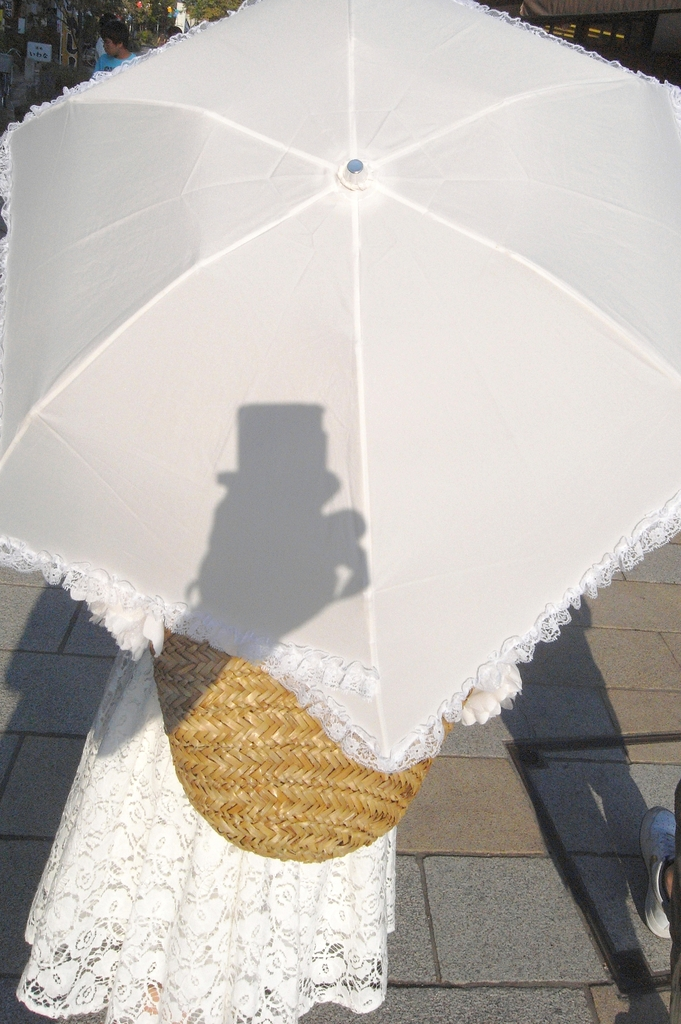 白いパラソル