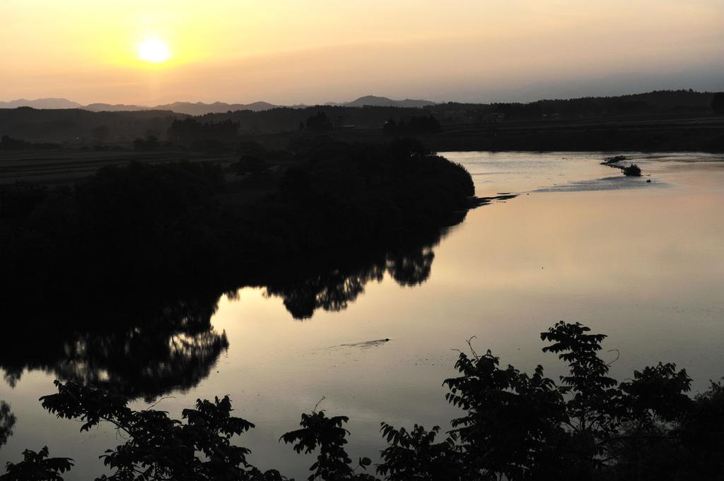雄物川の夜明け