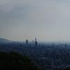 朝靄に煙る街