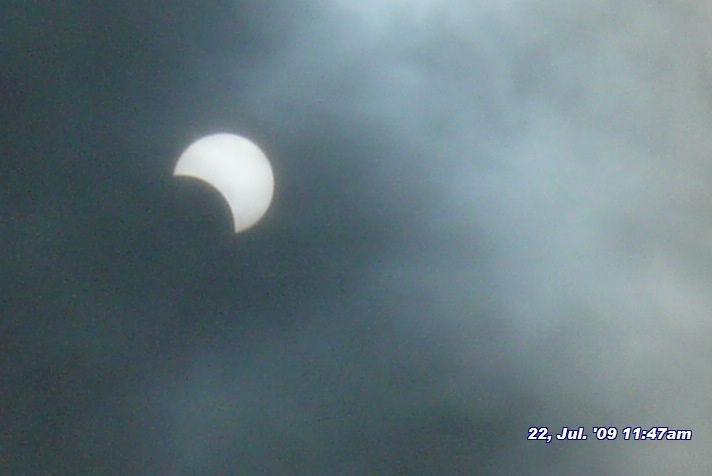 090722-114702黒埼での日食あんばい。曇ってたのでなんとか撮れました。