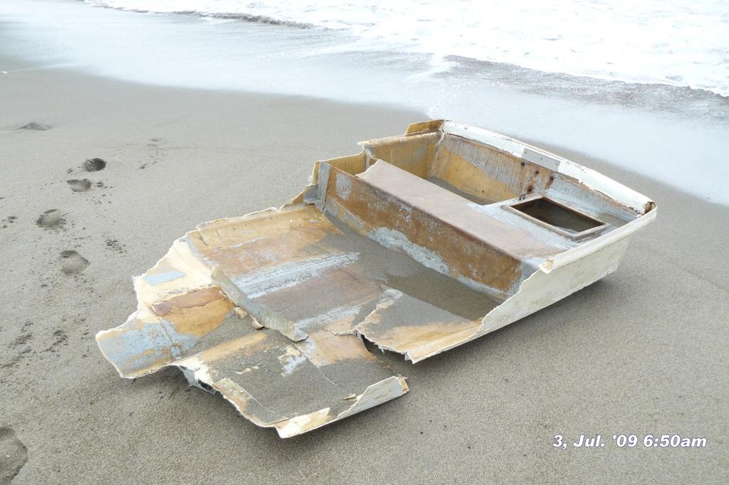 打ち上げられてたボート後半090703-065059