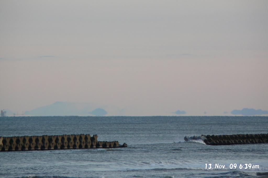 新潟市西区小針浜から見えた鳥海山