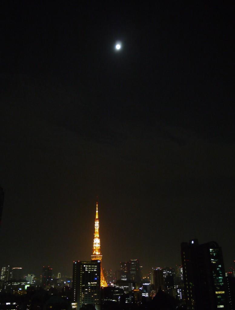 月とタワー