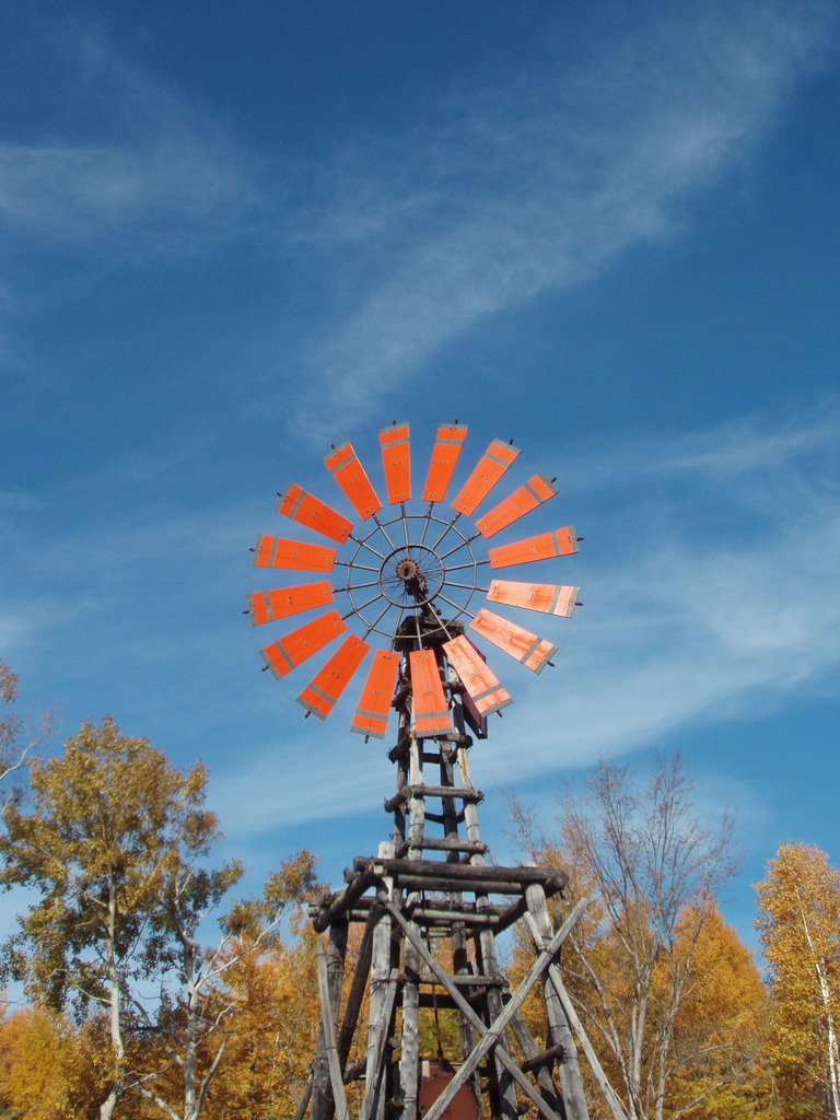 青空に浮かぶ風車