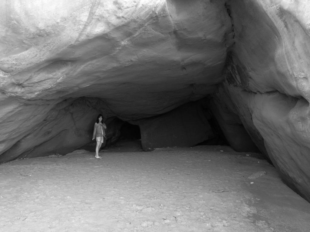 洞窟と娘。