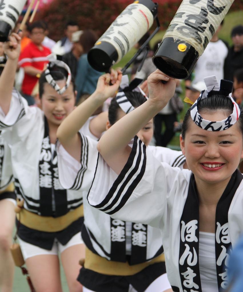 阿波踊り「ほんま連」のお姉さま