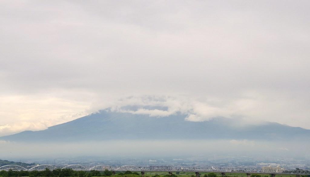 梅雨時の富士