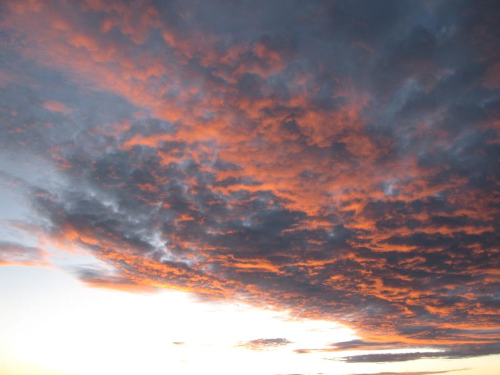 朝日に輝く雲