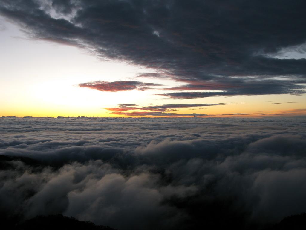 北アルプス燕岳山頂から 夏の朝③