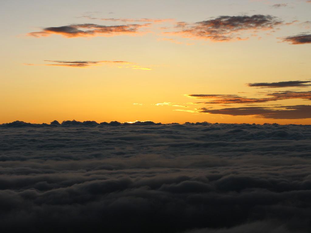 北アルプス燕岳山頂から 夏の朝①