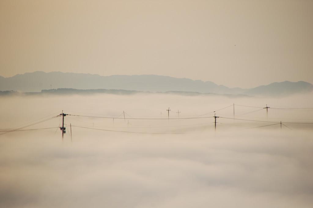 雲に沈む朝