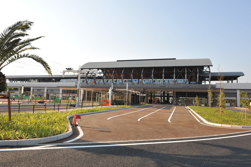 新しくなった高知駅
