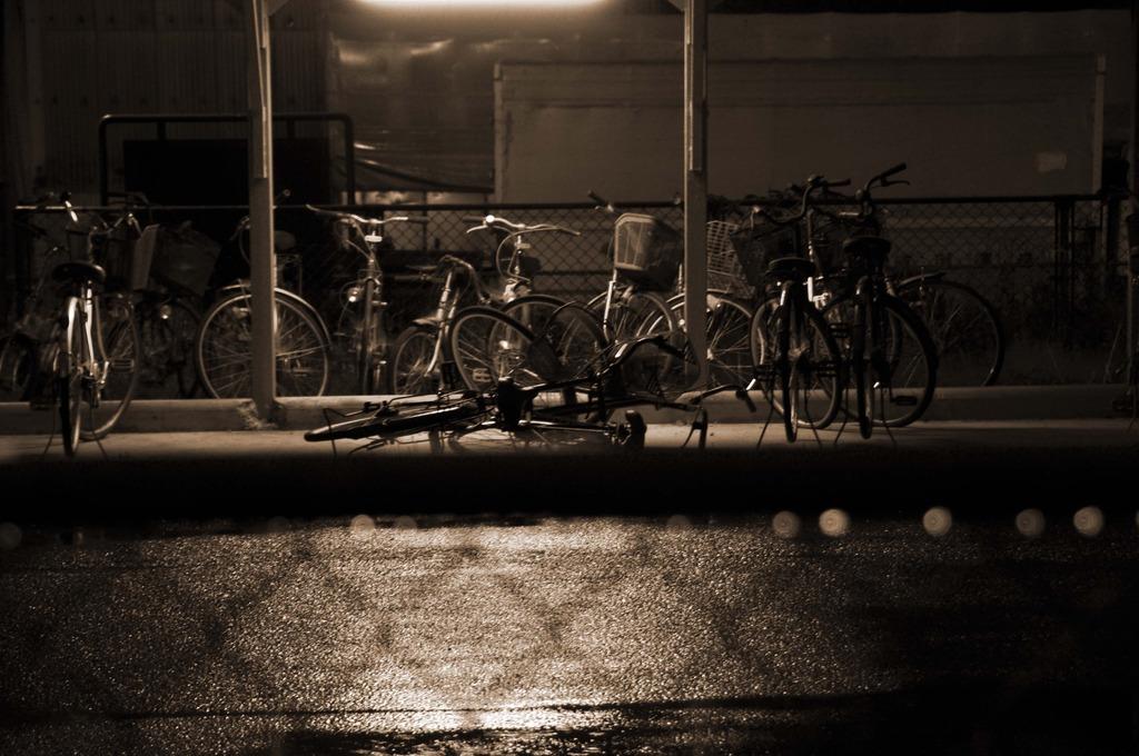 雨の駐輪場