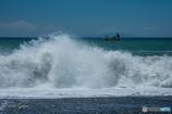 荒れる波打ち際