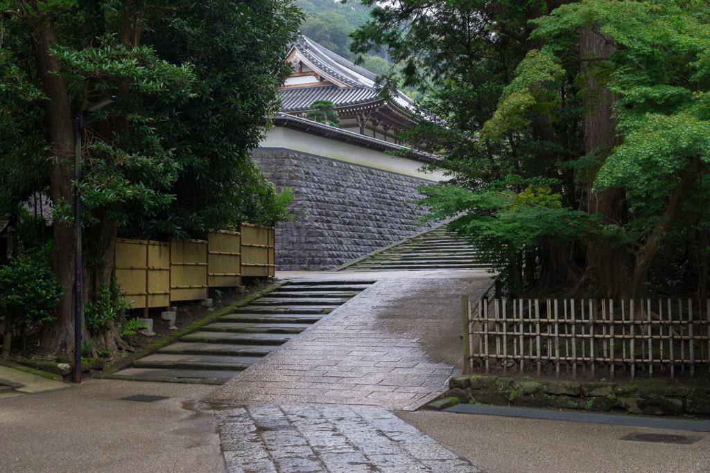 雨の円覚寺