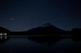 富士と流れ星?