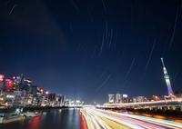 SONY ILCE-7M2で撮影した(星の光跡 x 船の光跡)の写真(画像)