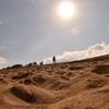 日照りの砂丘を超えていけ