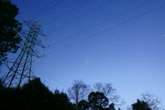鉄塔と星空