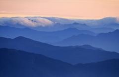 天狗高原の夜明けⅠ ~四国の山々を望む~