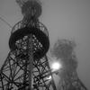 雲の中の電波塔