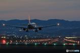 夕暮れ時の大阪国際空港