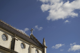 春の空と十字架