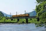 川と鉄橋と木 黄色の電車をトッピング。