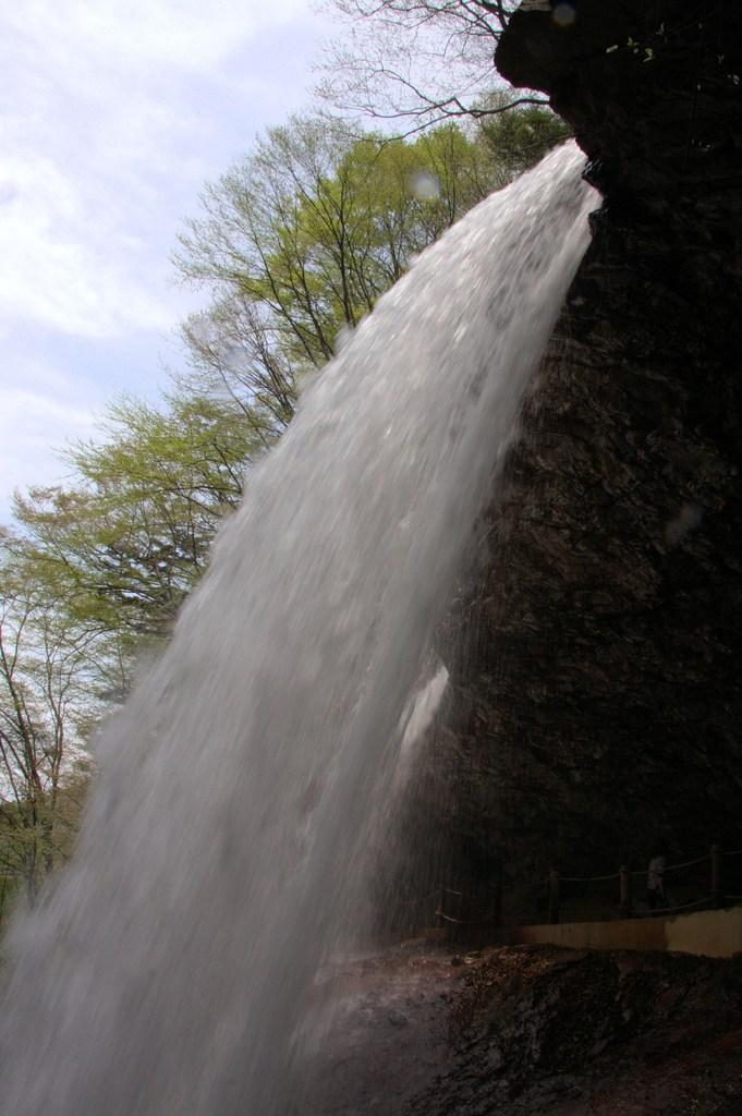 雷滝:裏見の滝
