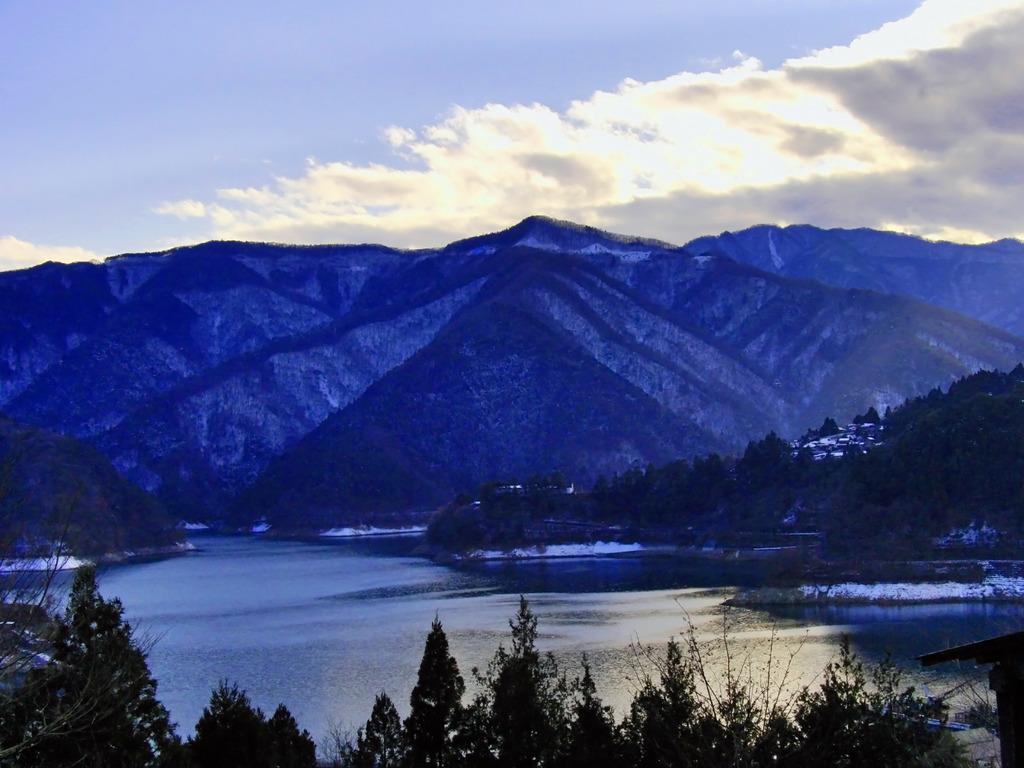 冬の奥多摩湖