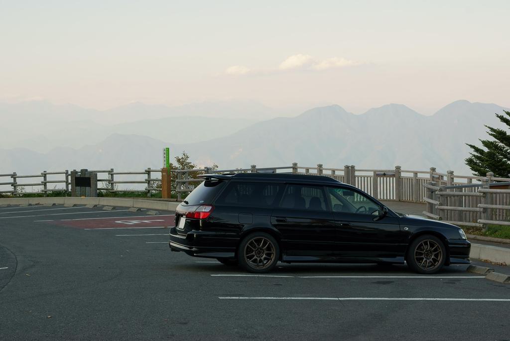 山が似合う車