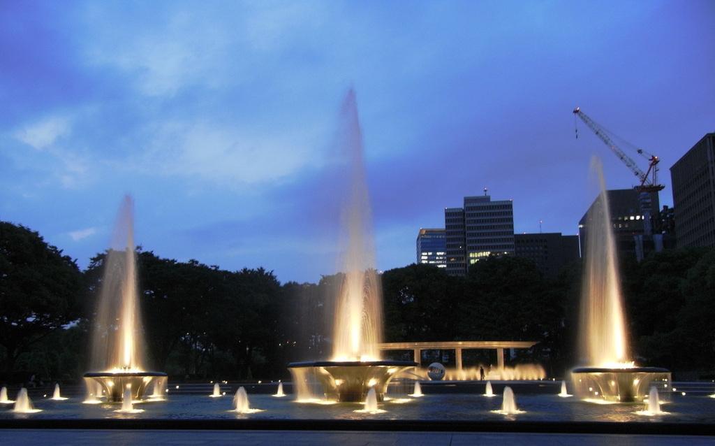 Wadakura Fountain Park 1