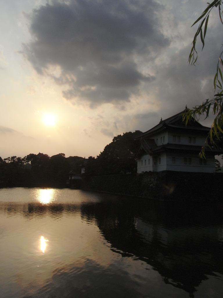 皇居に沈む夕日