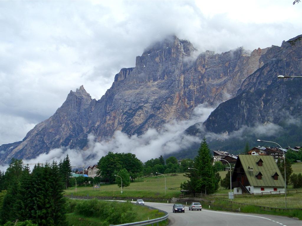 ドロミテ山塊の見える村
