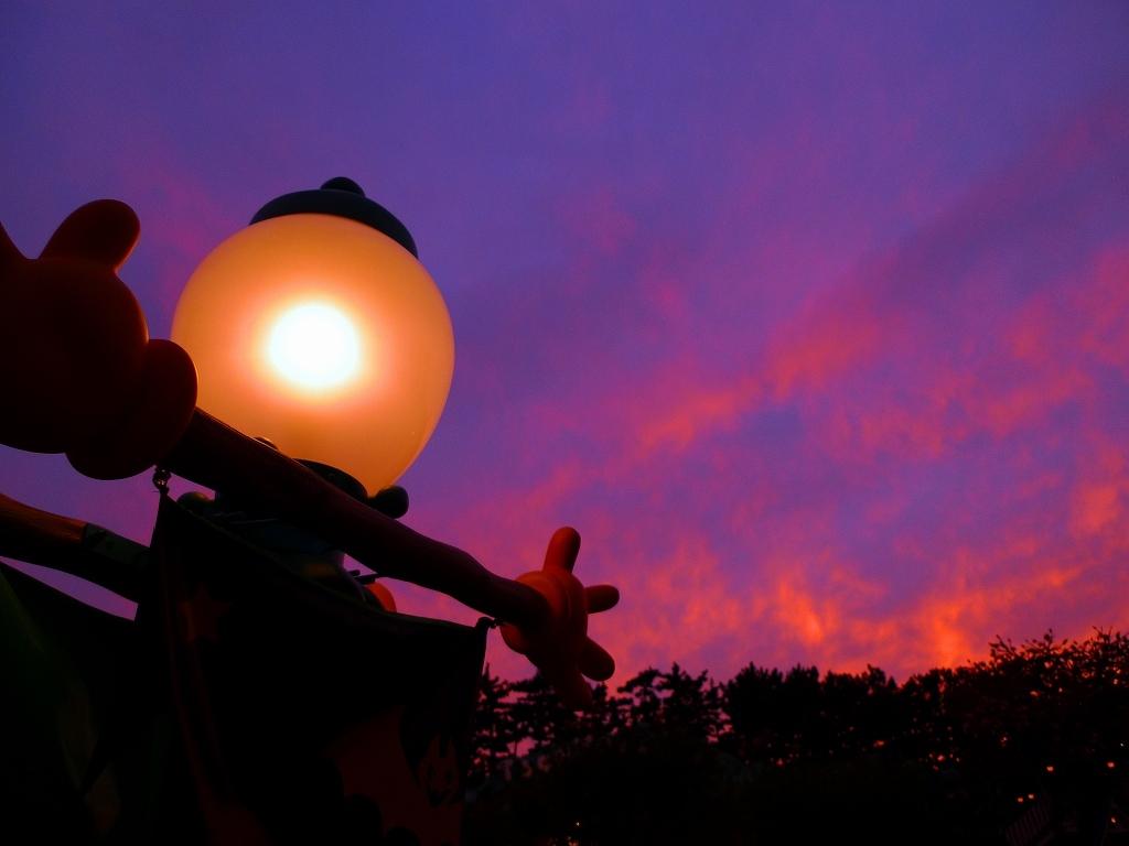 燃ゆる秋の空