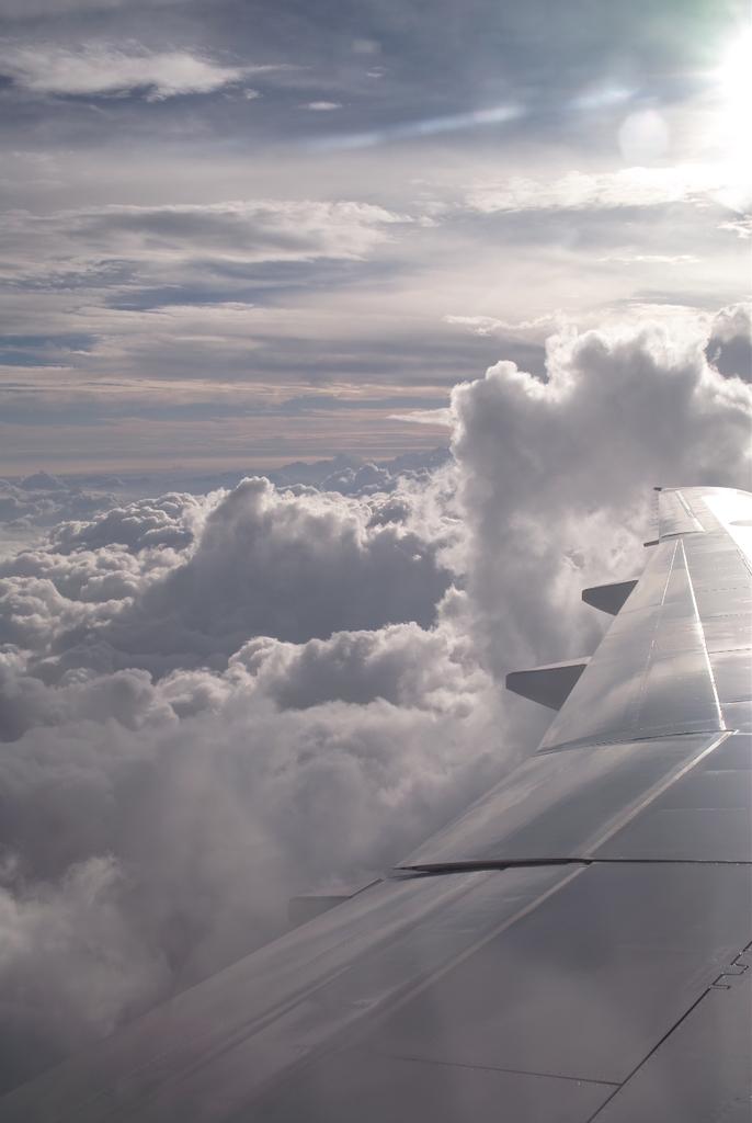 この雲の向こうに