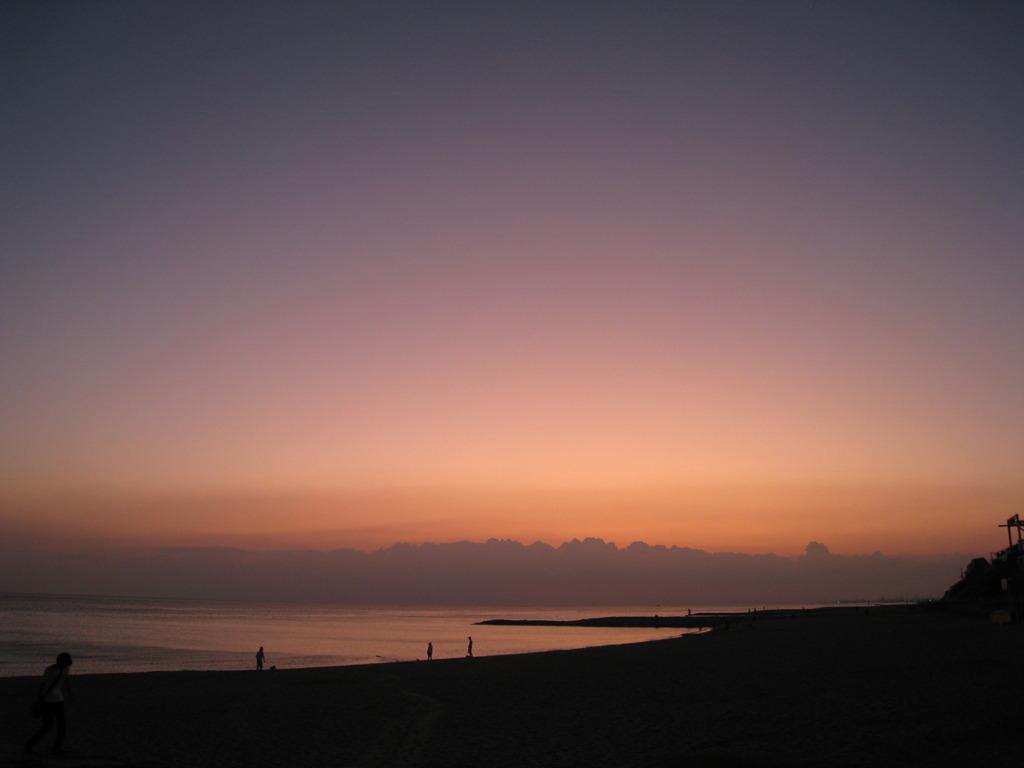 浜辺の夕暮れ