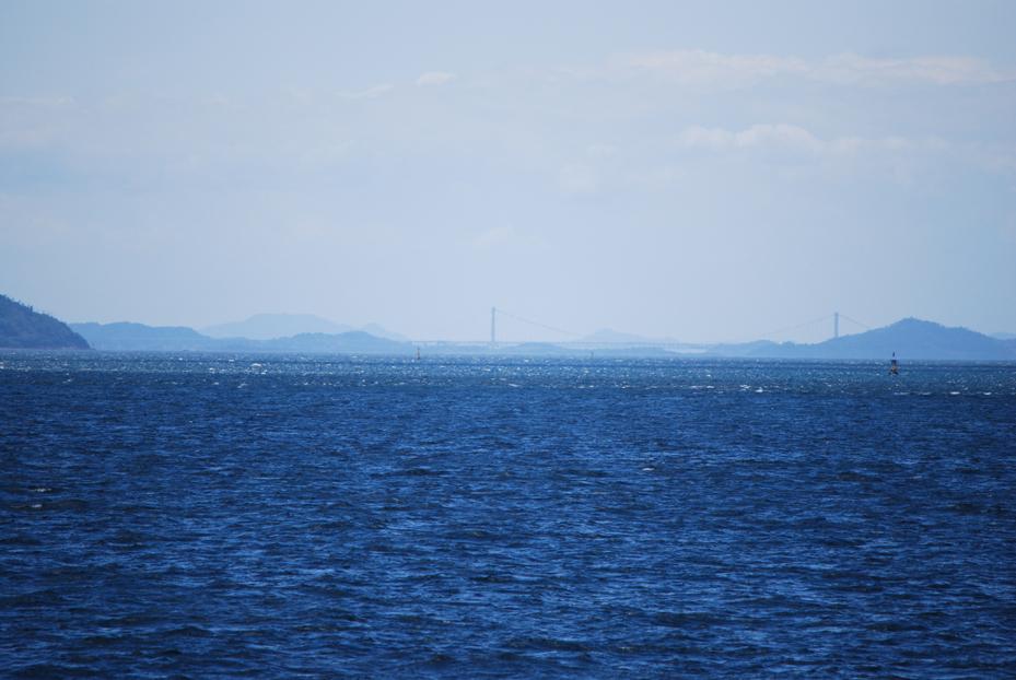 海から見る瀬戸大橋