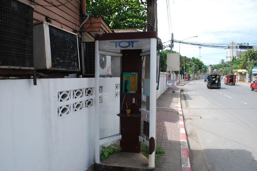 タイ チェンマイの電話ボックス?!