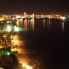 ビーチ沿いの夜景
