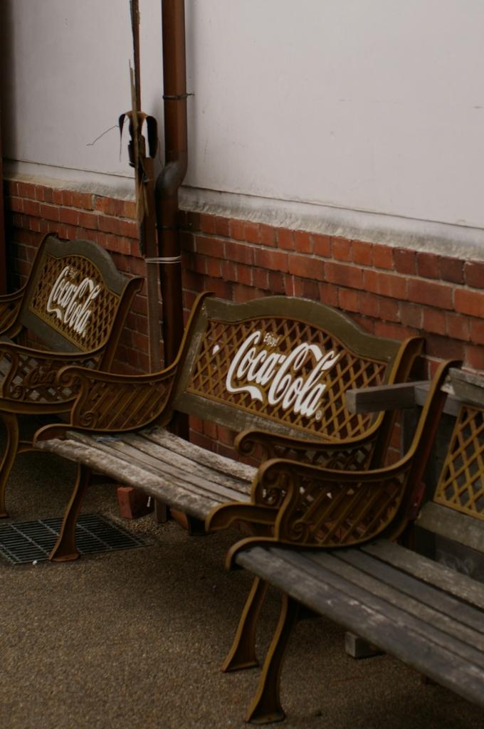 ポコペン横丁おもひでベンチ
