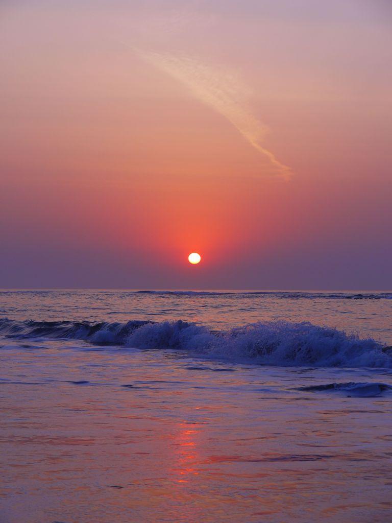 波と朝日と飛行機雲と II