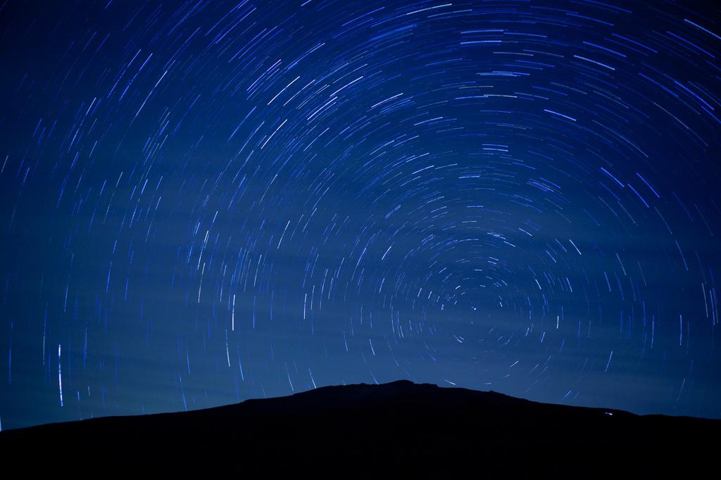 星を眺める富士
