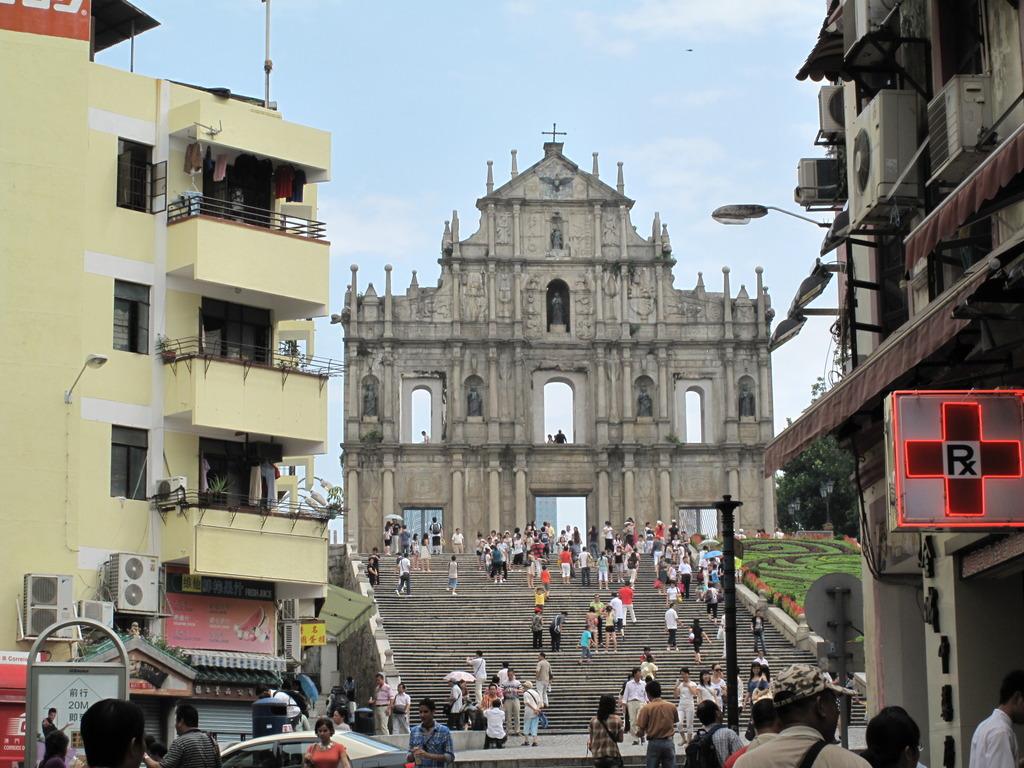 聖ポール天主堂跡を望む