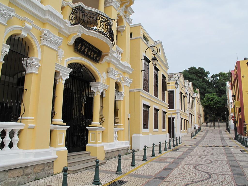 聖ラザロ教会前の通り